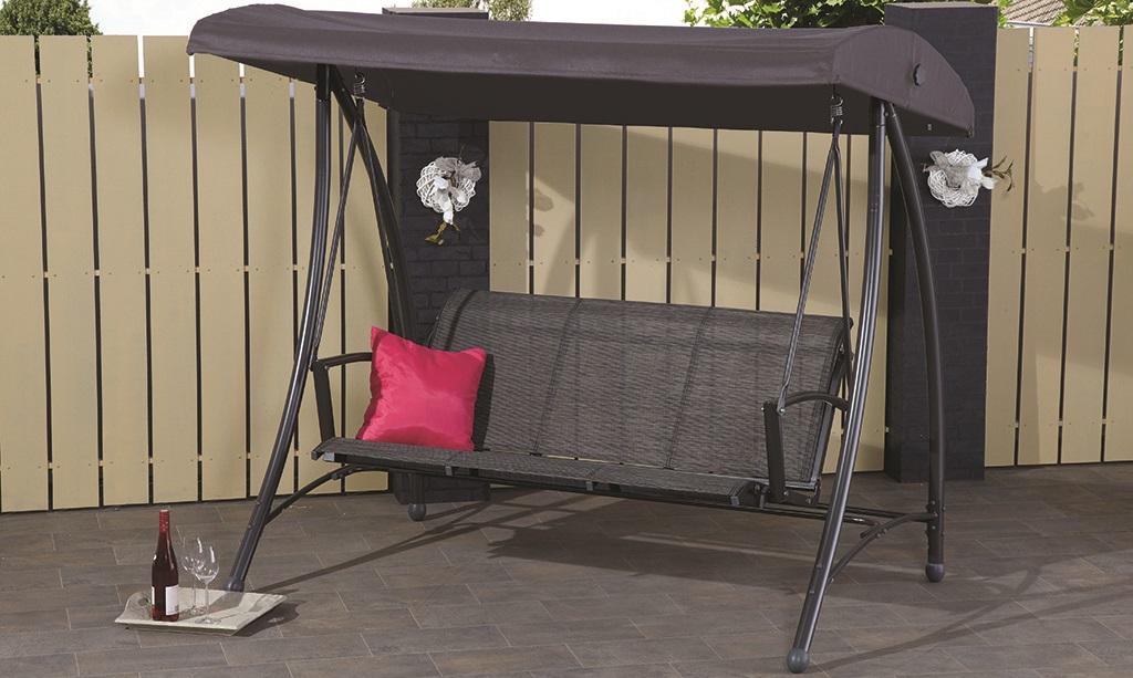 Een hangstoel in je achtertuin - interieurentuin.nl